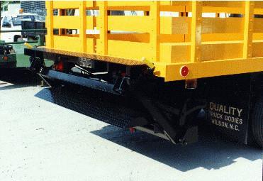 truck-equipment-lift-gate-thieman-tailgate-medium-duty-sts-ny_grande