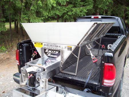 truck-equipment-salt-spreaders-smith-spreader-mini-max-sts-ny_grande_23de9015-3793-43e7-b05a-12f4254b9556_grande